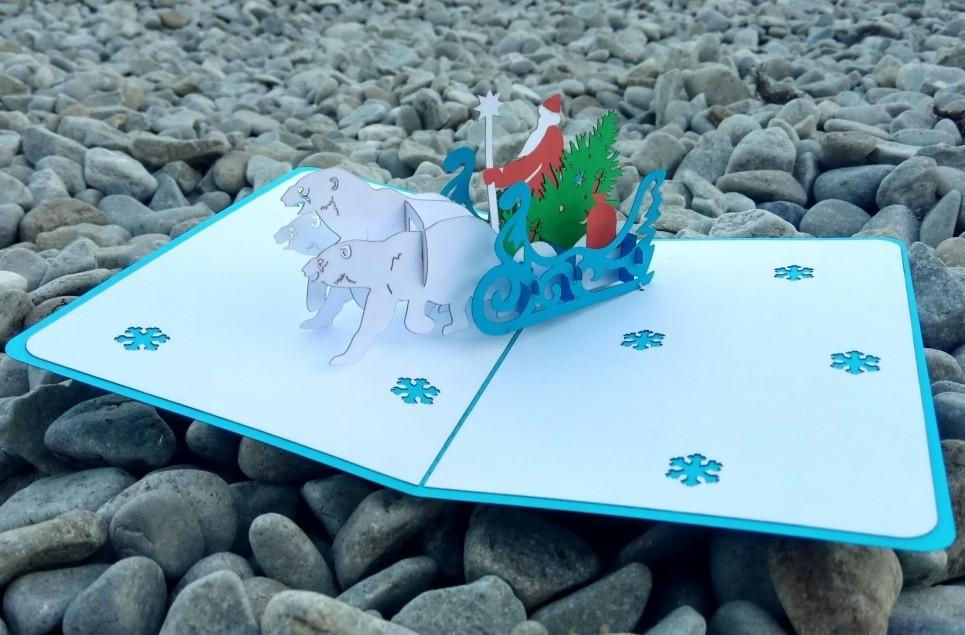 Дед Мороз на санях, запряжённых тремя медведями, с ёлкой и подарками 3D открытка купить