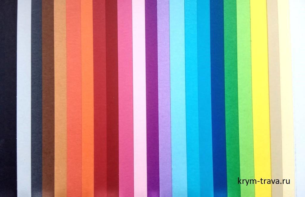 картон двусторонний, цветной приятный на ощупь, крашенный в массе своей